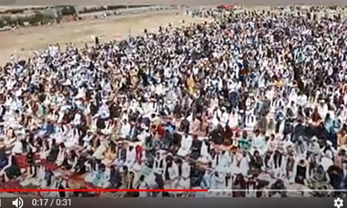 Umat Islam di Afghanistan Tetap Salat Berjamaah